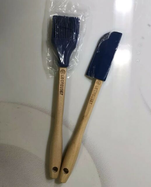 """/""""Cassis/"""" LE CREUSET Silicone Craft Spatula Spoon Wooden Handle Utensil Purple"""