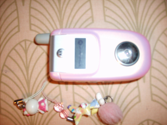 Motorola V220 Pink issue, God, Retro telefon med oplader.