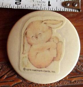 1976-Vintage-Hallmark-Betsey-Clark-Pinback-Bunny-Button-Pinback