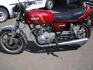 Lovely-collectable-1982-Yamaha-XS-250-in-red