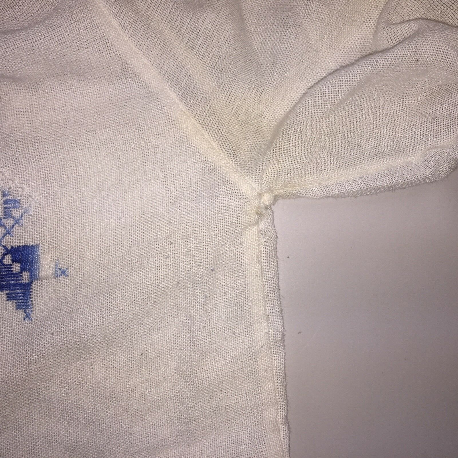 ⭐Vtg Hungarian Matyo Style Blouse Embroidered Pea… - image 7