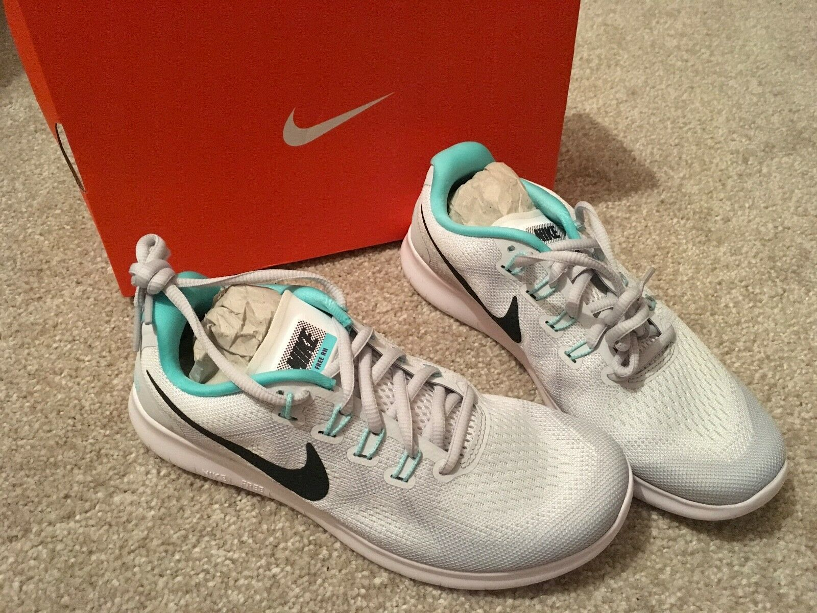 New Ladies NIKE White and mint Green Soorts shoes Size