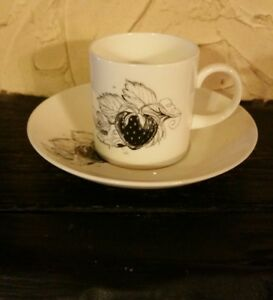 WEDGEWOOD-SUSIE-COOPER-BLACK-FRIUT-CUP-AND-SAUCER-STRAWBERRY