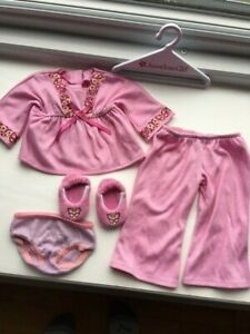 American-Girl-Doll-Julie-s-Pajamas-with-Butterfly-Slippers-acces-A01-20