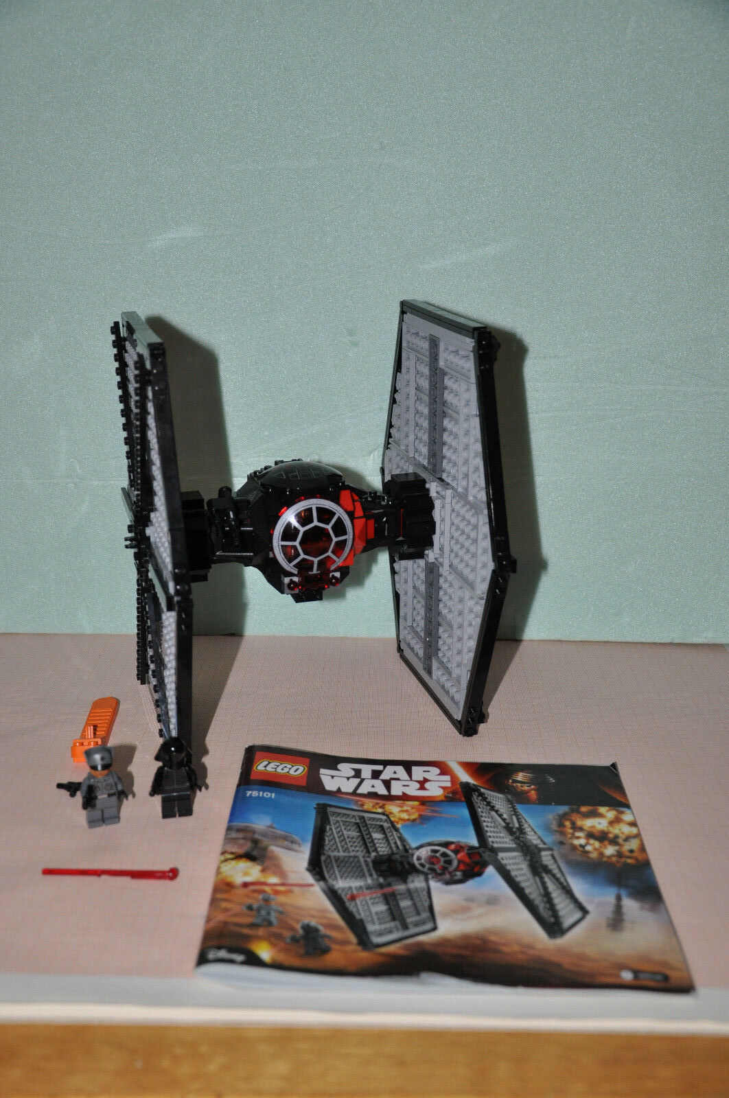 Lego Star Wars Set 75101. First Order Special Forces TIE Fighter