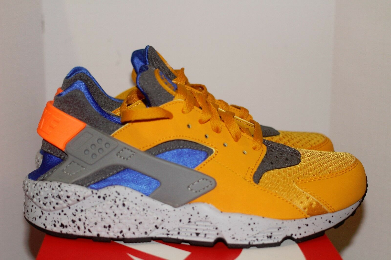 Nike Air Huarache Run SE Size 9.5 Gold Leaf Coblat Blue Orange Mowabb Pack