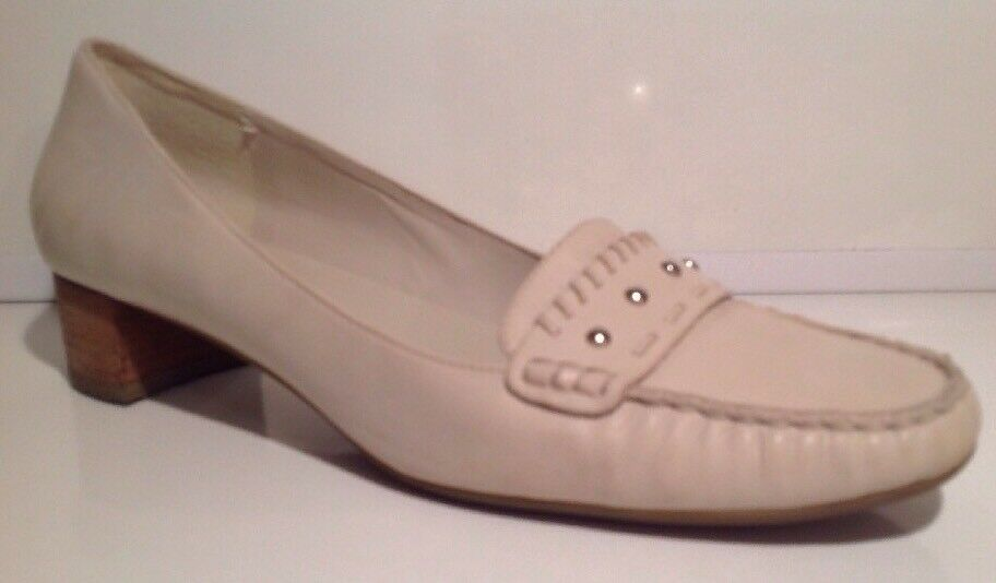 Ecco cream Leather  Flats Size 7