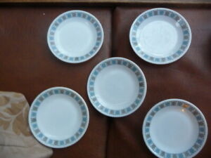 vintage-1960s-pyrex-chelsea-tea-plates-6-75-inch-approx