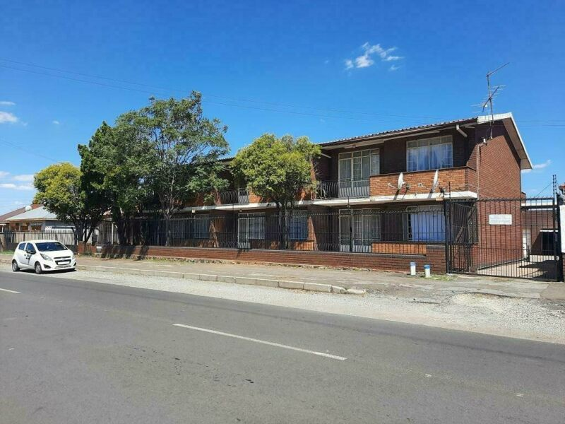 2 Bedroom flat for rent in Germiston South - first floor