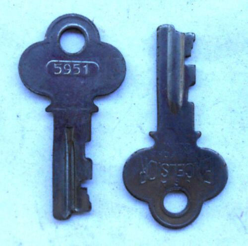 1 EXCELSIOR   5951   or  5952  key Original Vintage   Luggage..