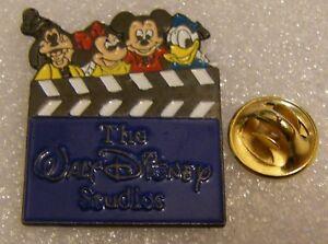 WALT-DISNEY-STUDIOS-BLUE-LOGO-MICKEY-DONALD-GOOFY-vintage-DISNEY-pin-badge-Z4X