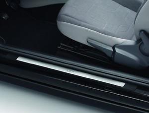 VW-Up-Einstiegleiste-034-Edelstahl-034-mit-Schriftzug-4-Tuerer