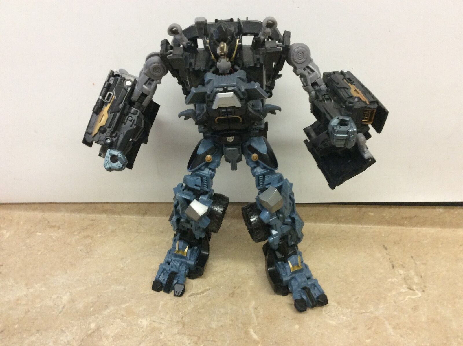 Transformers DOTM Dark Of The Moon Leader Class Ironhide Incomplete  See Pics
