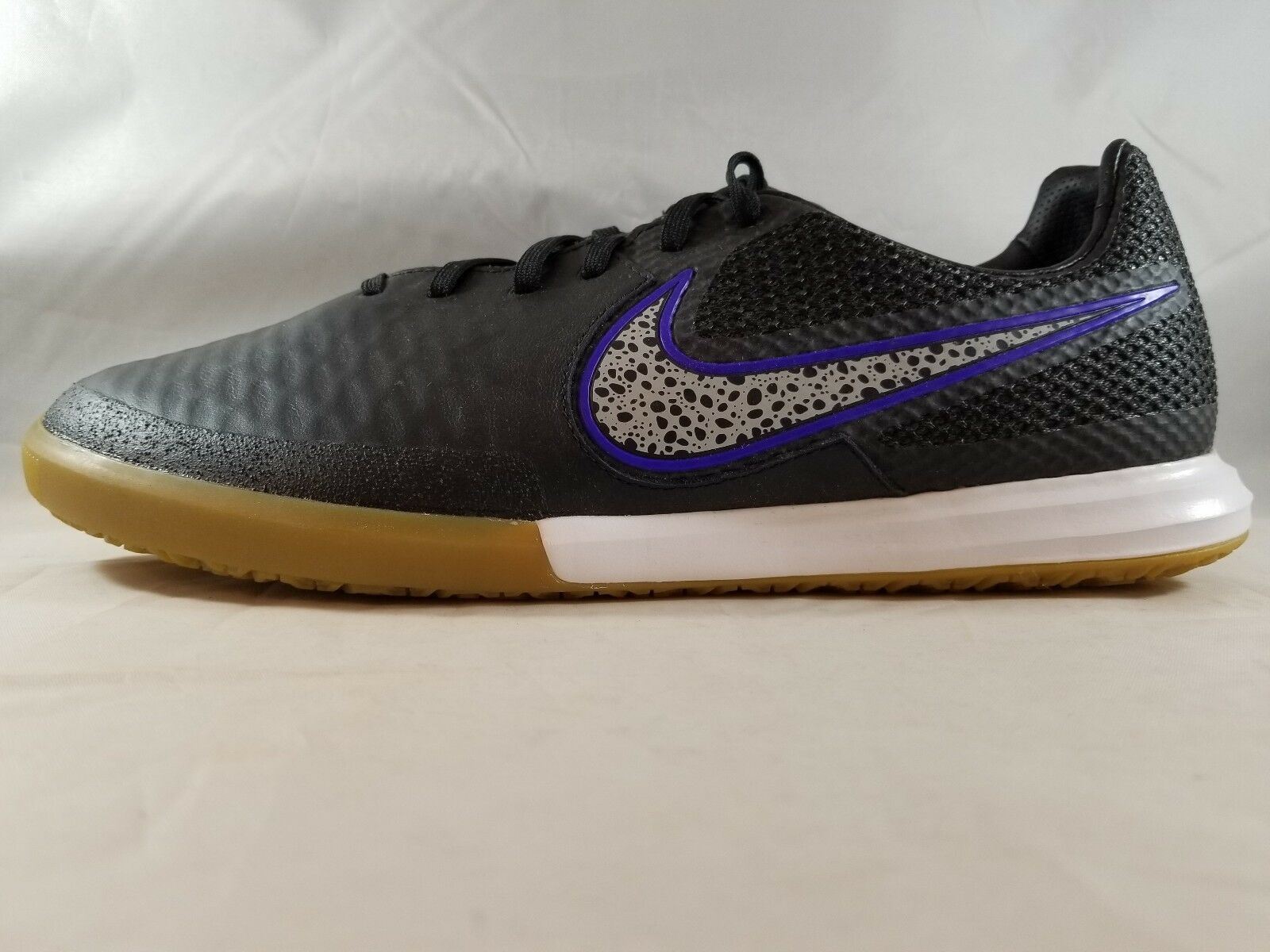 Nike Magistax Finale IC Men's Lifestyle shoes 807568 005 Size 11