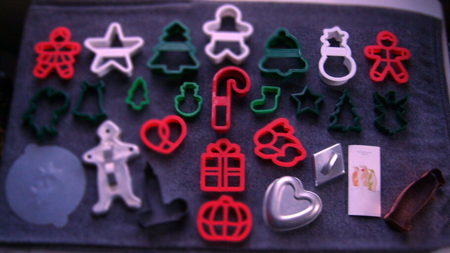 25 COOKIE CUTTERS CHRISTMAS HALLOWEEN EASTER VINTAGE TIN MARTHA STEWART & MORE