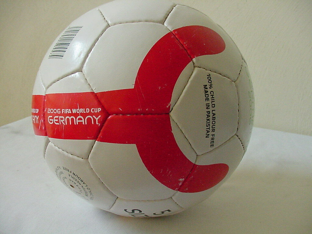 WORLD CUP  2006 FIFA GERMANY WORLD CUP SOCCER BALL SIZE 5 GREAT COLLECTABLE RARE