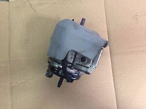 engine mount jaguar xj 2 7 diesel 2005 2010 x350 ebay. Black Bedroom Furniture Sets. Home Design Ideas