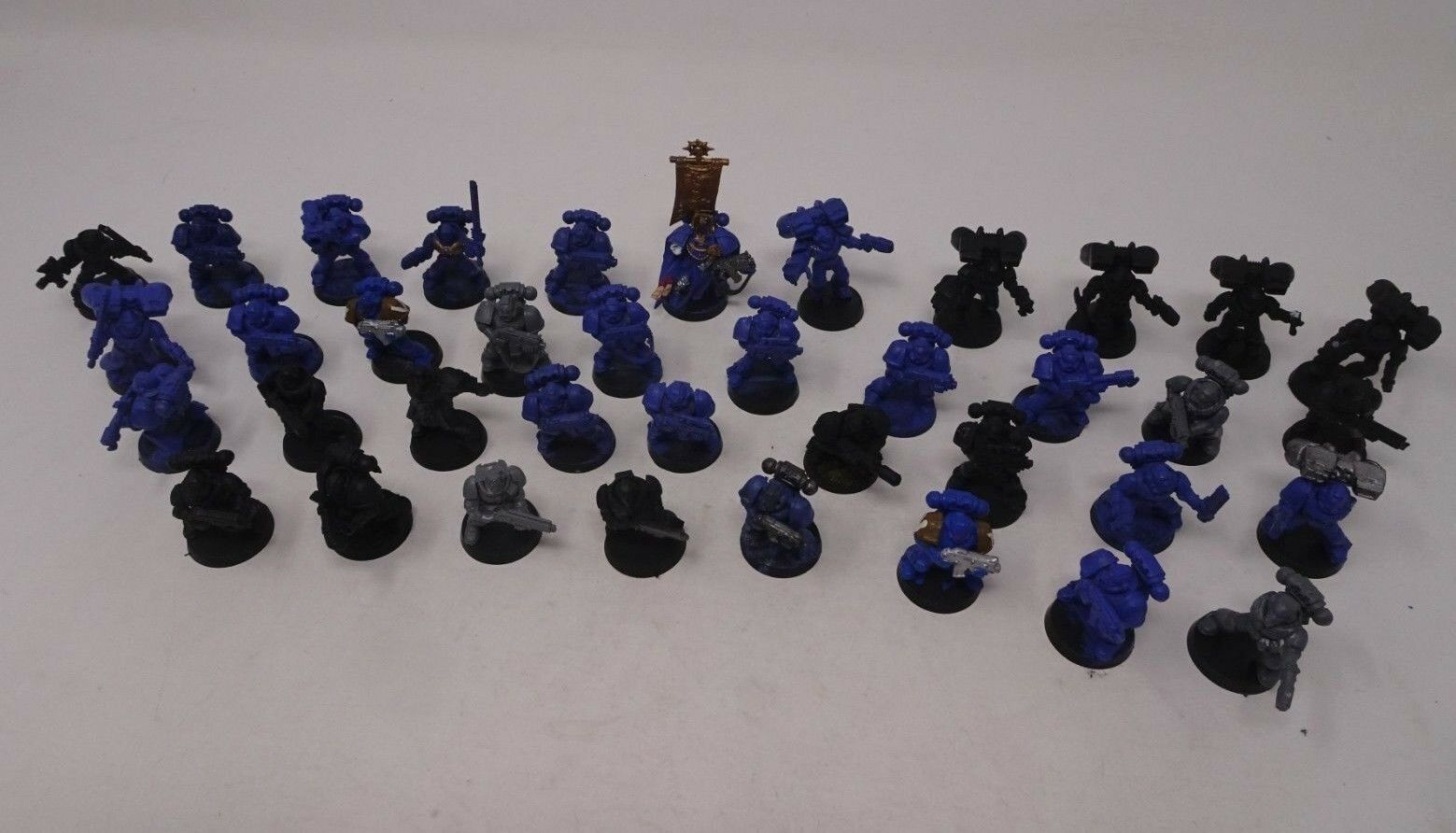 HUGE LOT of Warhammer 40K 40,000 Soldiers with Case - 40 Men + pieces