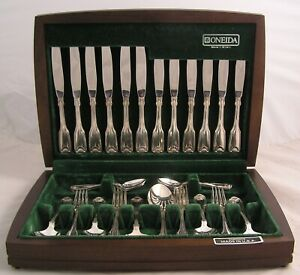 FIDDLE-THREAD-amp-SHELL-By-COMMUNITY-Silver-Service-44-Piece-Canteen-of-Cutlery