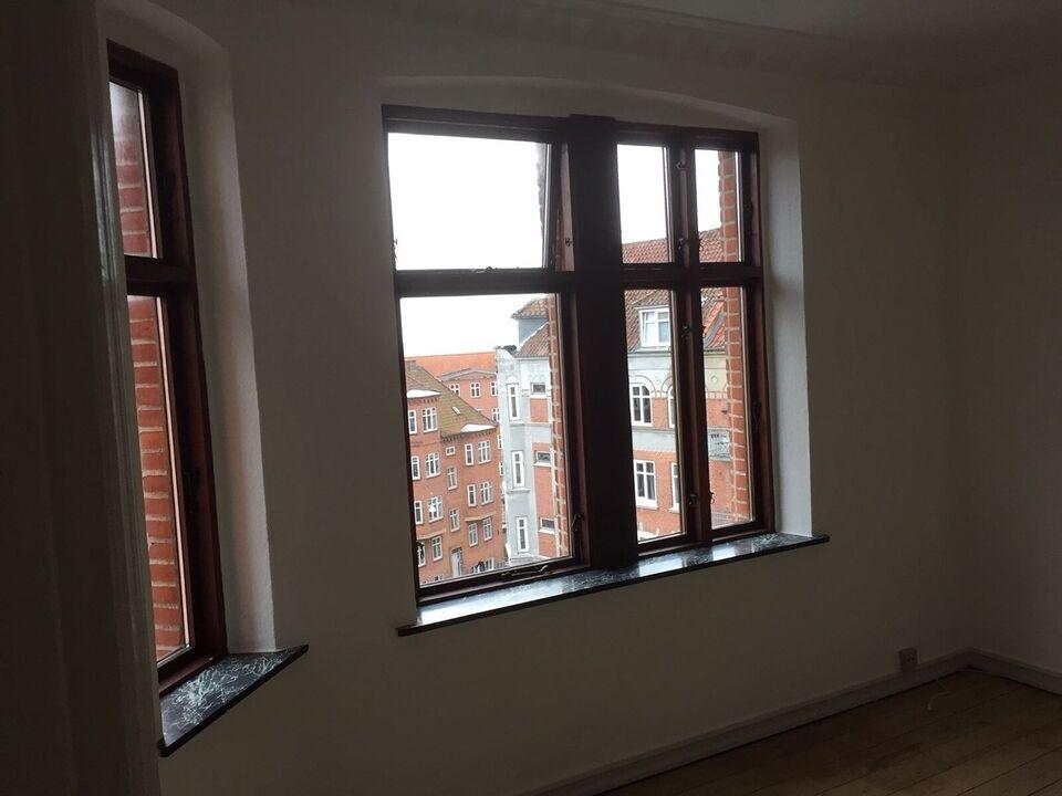 8900 vær. 3 lejlighed, m2 90, Hobrovej