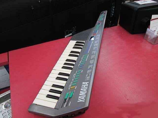 Yamaha SHS-10 SHS10 Sholky FM DIGITAL KEYBOARD MIDI Tested Working Used