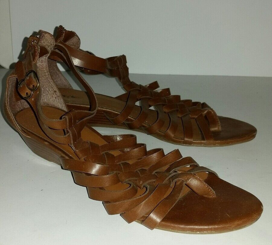 Mossimo brown faux leather sandals. strappy low wedge gladiator sandals. leather 9.5 vegan 24e19a