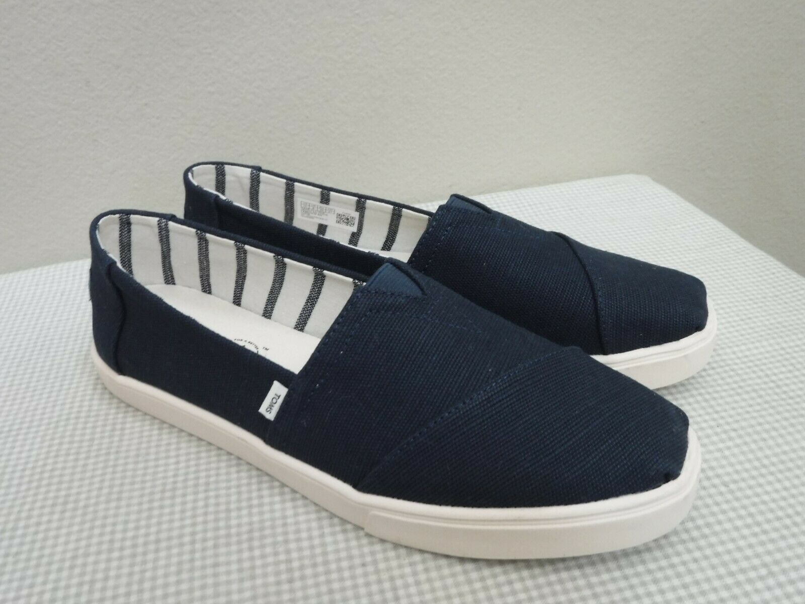 New TOMS HERITAGE CLASSIC EARTHWISE 10 Navy Canvas Slip On Loafers Flats Shoes