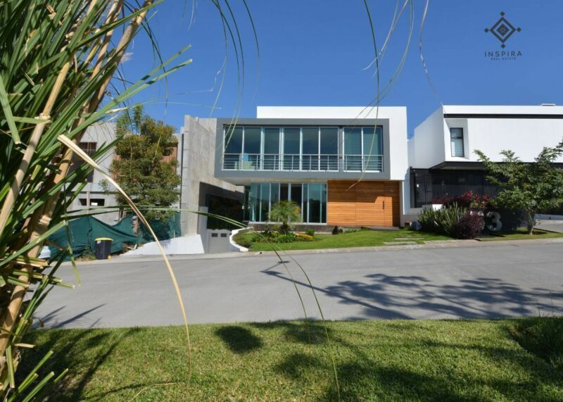 Increíble Casa en venta frente al Lago en Los Sueños Residencial