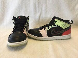 Nike Air Jordan 1 Mid Glow In The Dark Girls Black/pink ...