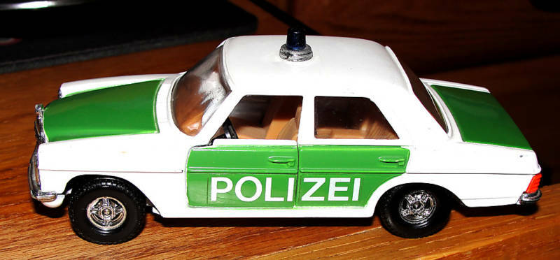 CORGI  412 MERCEDES BENZ 240 D Polizei Voiture 1979 MADE IN GT. BRITAIN