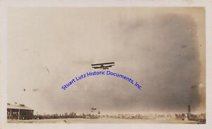 Ruth-Law-photograph-1917-flying-a-biplane-over-a-military-field