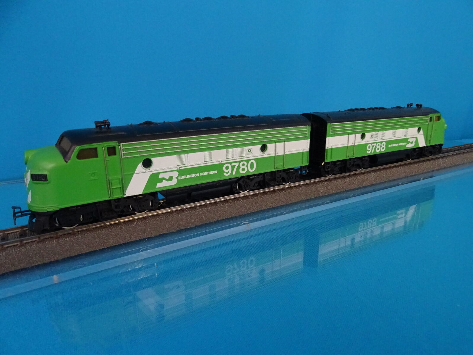 Marklin 3181 4181 US F7 Diesel Locomotive & och Motorless BURLINGTON DIGITAL