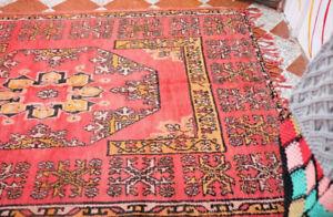 Guéridon Authentique tapis vintage berbère Roma, chaque pièce est unique,