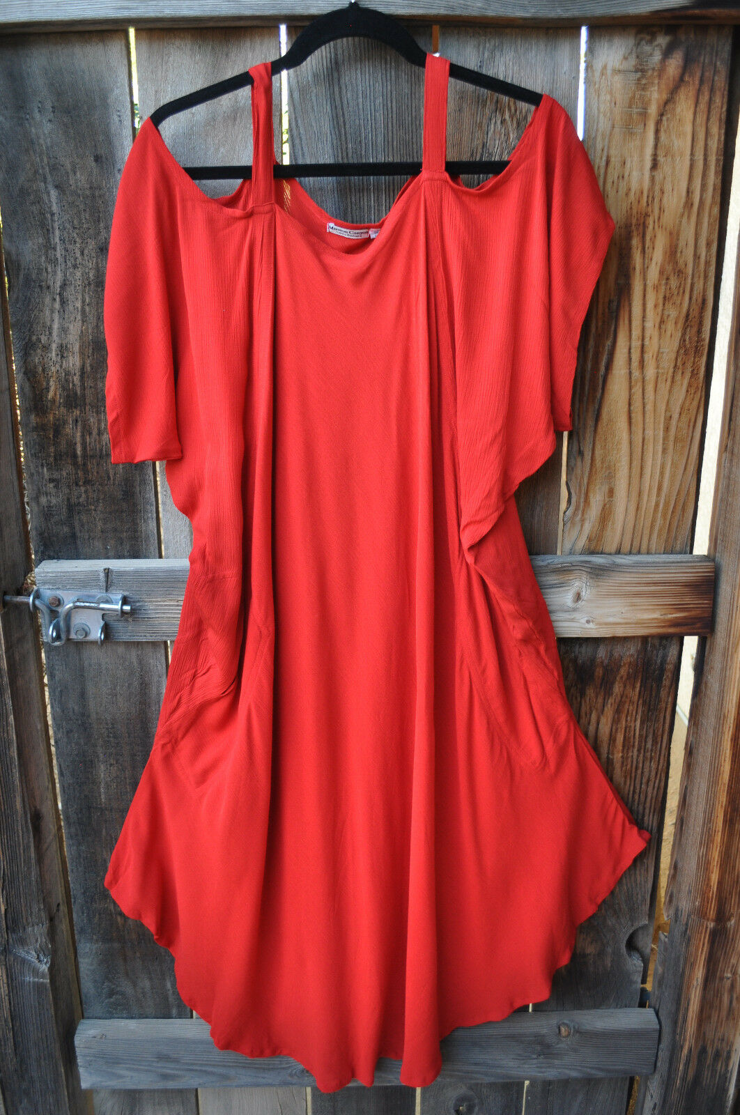 ART TO WEAR SAHARA 'COLD SHOULDER' TOP IN SOLID SCARLET rot BY MISSION CANYON,OS