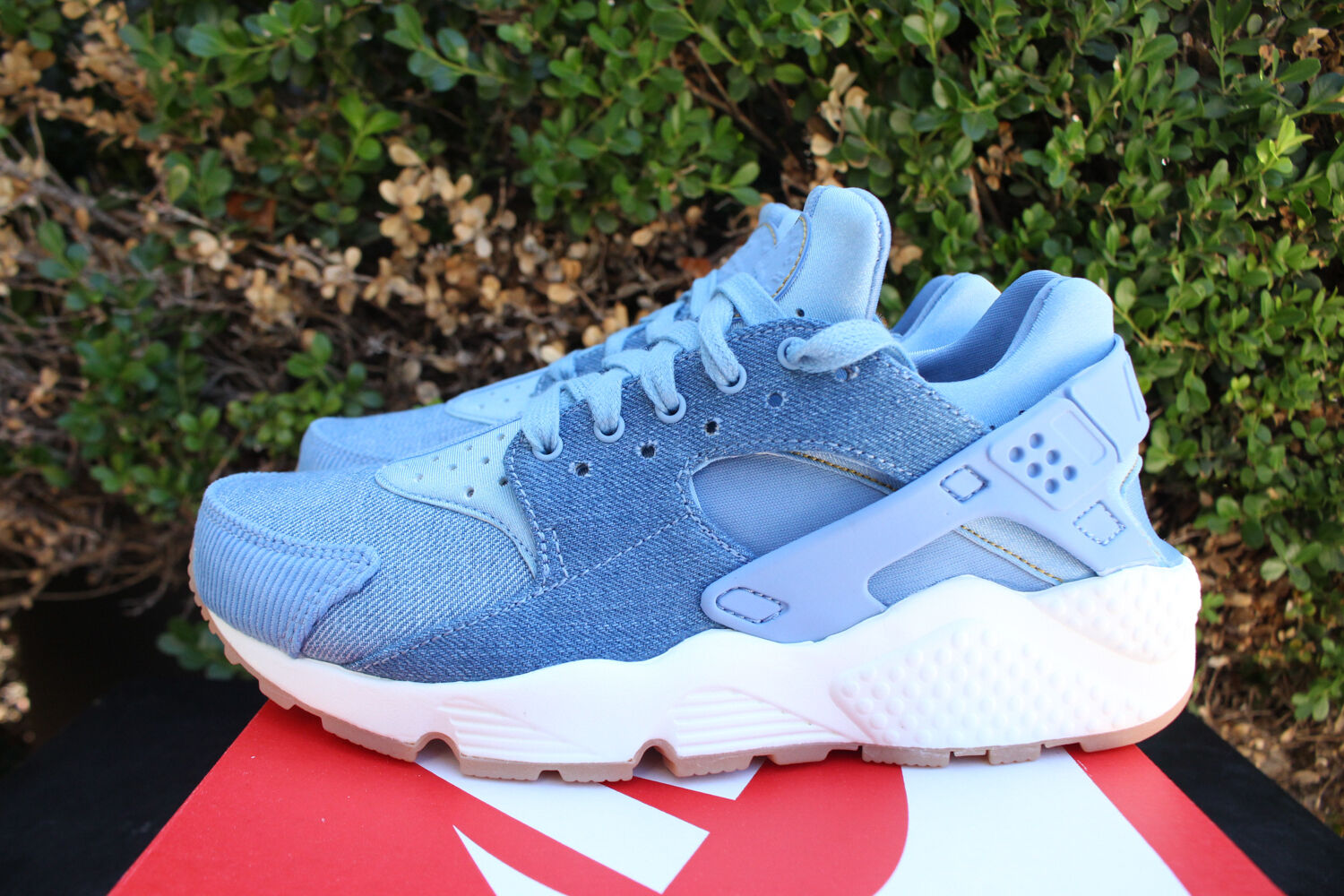 NIKE WOMENS AIR HUARACHE RUN SZ 5.5 DENIM GUM DECEMBER SKY blueE gold 859429 402