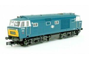 Dapol 2D-018-010, N gauge, Class 35 B-B Hymek Diesel Hydraulic loco D7036