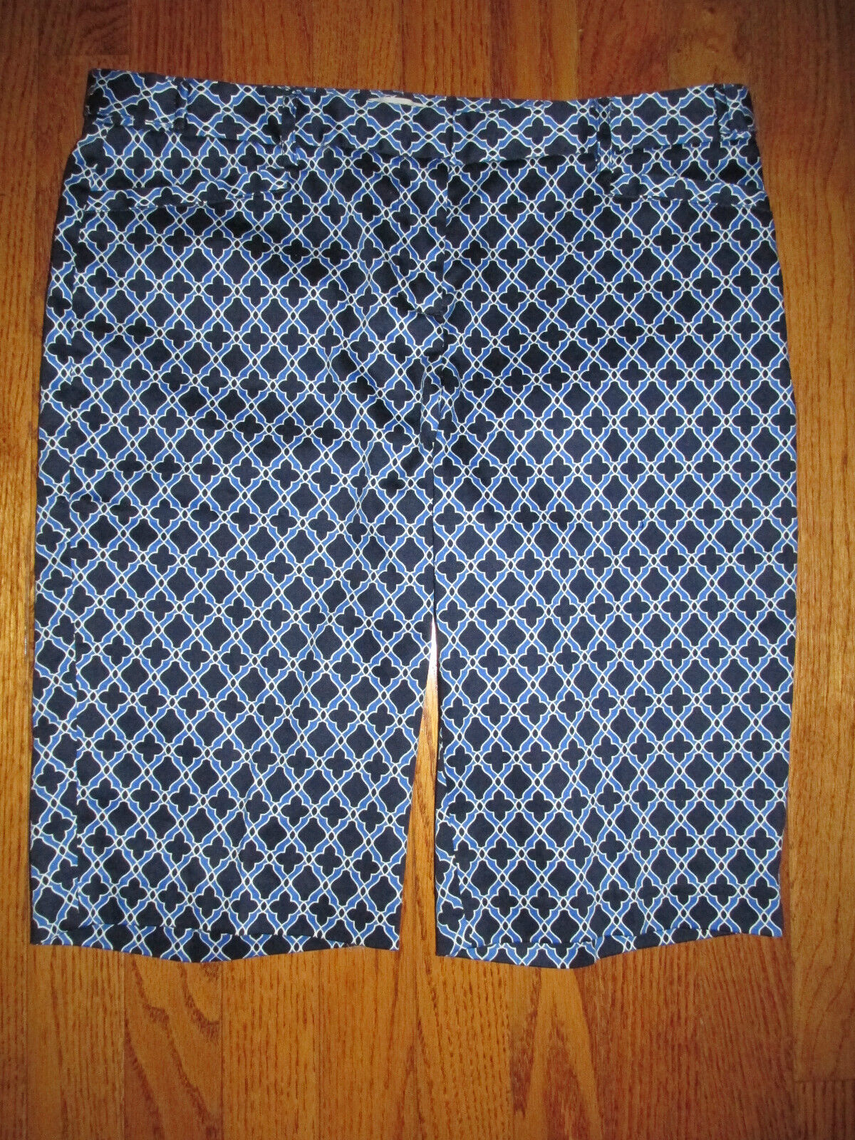 New Laundry by Shelli Segal Size 6 Navy bluee Tile Print Bermuda Shorts