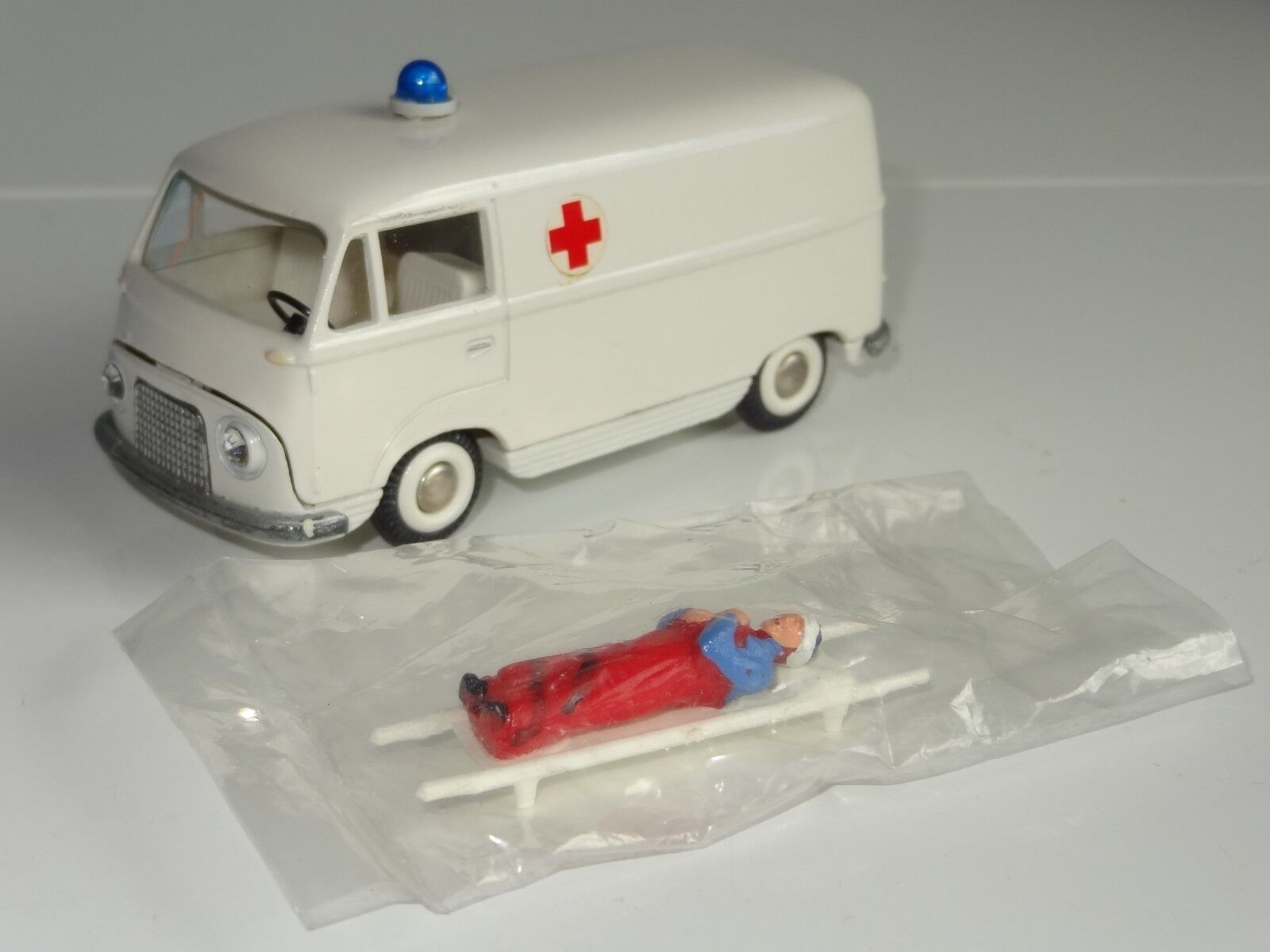 (V) tekno FORD TAUNUS TRANSIT AMBULANCE with stretcher  - 415