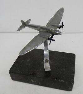 Antike-Propeller-Flugzeug-Sculptur-auf-Marmorsockel-1940er