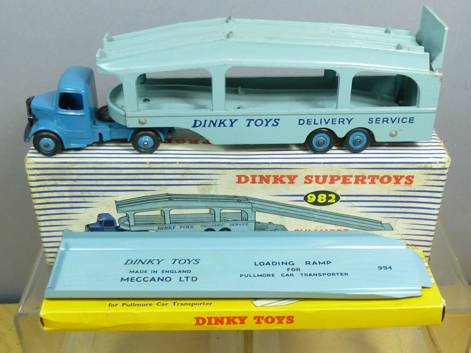 DINKY TOYS MODEL No.982 PULLMORE CAR TRANSPORTER  WITH LOADING RAMP   VN MIB
