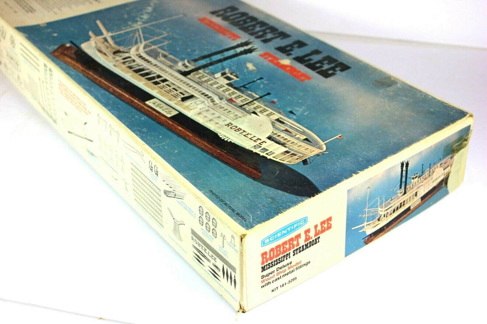 1972 Robert E. Lee - Mississippi Steamboat Wooden Model  Deluxe Kit Scientific