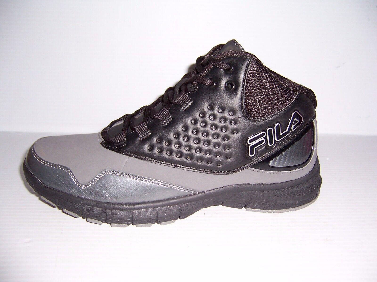 Quando l'aggressoregrigio e nero rim uomini alte diverse dimensioni nuove scarpe da basket