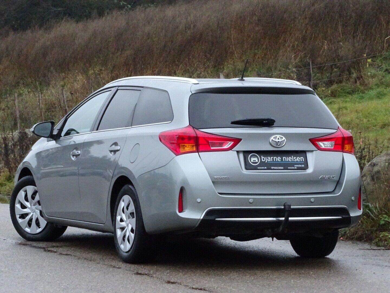Toyota Auris 2,0 D-4D T2 Touring Sports - billede 3