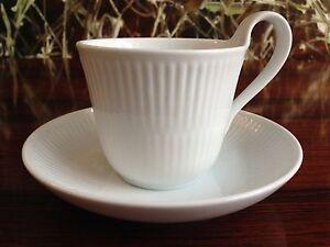 REAL-Copenhagen-Blanco-estriado-Taza-de-Cafe-Alto-asa-con-platillo-NUEVO
