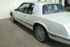 1989 BUICK RIVIERA  TWO DOOR COUPE