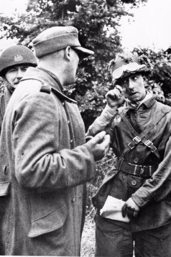 Officier 21° Panzerdivision et officier Rens britannique Hermanville WW2
