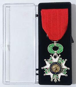 Medaille-CHEVALIER-de-La-LEGION-D-039-HONNEUR-bronze