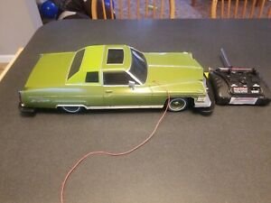 1-10-New-Bright-Snoop-Dogg-1974-Cadillac-Deville-Lowrider-R-C-Car-With-Hydro