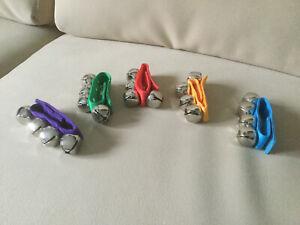 Bande De L'anneau / Bracelet Mit 4 Grelot 3 St Diversifié Dans L'Emballage