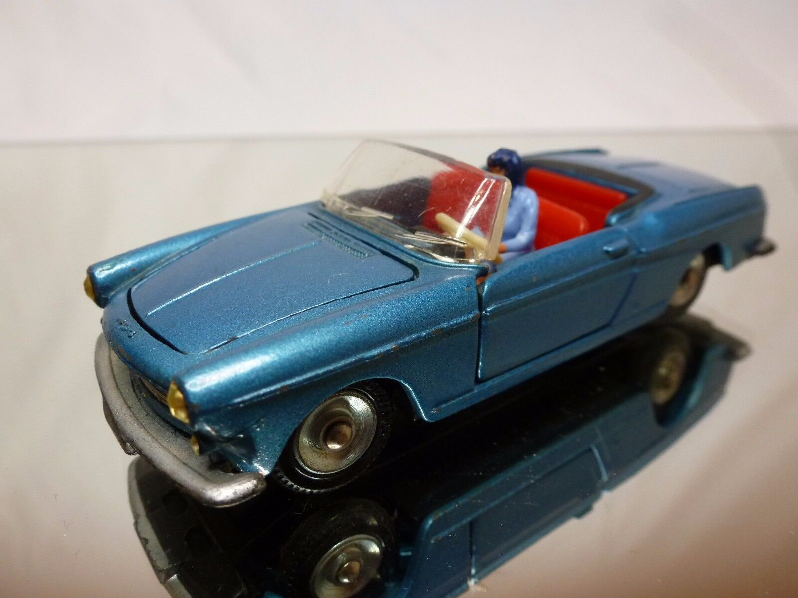 DINKY TOYS  528 PEUGEOT 404 CABRIOLET PININFARINA - blueeE 1 43 RARE - EXCELLENT